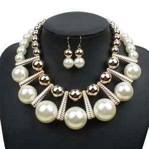 Big pearls choker set